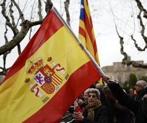 Pro-independence and Spanish people react outside Catalonia's parliament, as lawmakers were voting on whether to seek  a referendum on independence from Spain in Barcelona, Spain, Jan. 16, 2014.