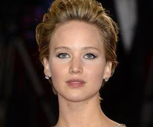 This is, in fact, Jennifer Lawrence, and not a woman trying to look like her.