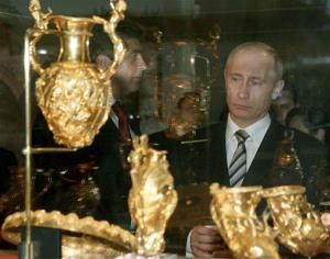 Russia's President Vladimir Putin eyes the Thracian gold collection in Bulgaria's National Museum of History.