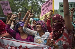 Indian Dalit women shout slogans during a protest against a gang-rape of four Dalit girls, outside the residence of Haryana Chief Minister Bhupinder Singh Hooda in New Delhi, India, May 11, 2014.