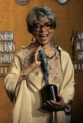 Ruby Dee poses with the award for outstanding performance by a female actor in a supporting role for her work in American Gangster at the 14th Annual Screen Actors Guild Awards in 2008.