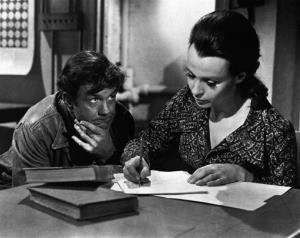 In this 1975 photo, Cliff Robertson plays a mentally retarded man who is raised to genius level by surgery in Charly, the film adaptation of Flowers for Algernon.