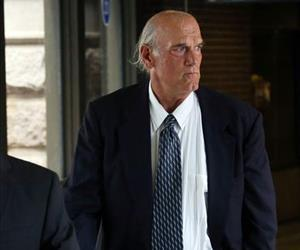Former Minnesota Gov. Jesse Ventura makes his way back into Warren E. Burger Federal Building in St. Paul, Minn.