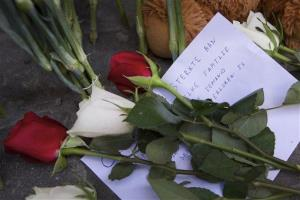 Flowers are laid outside the Dutch embassy in Moscow.