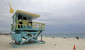 A medium-hazard flag warns Miami beachgoers to be cautious of moderate surf and currents.